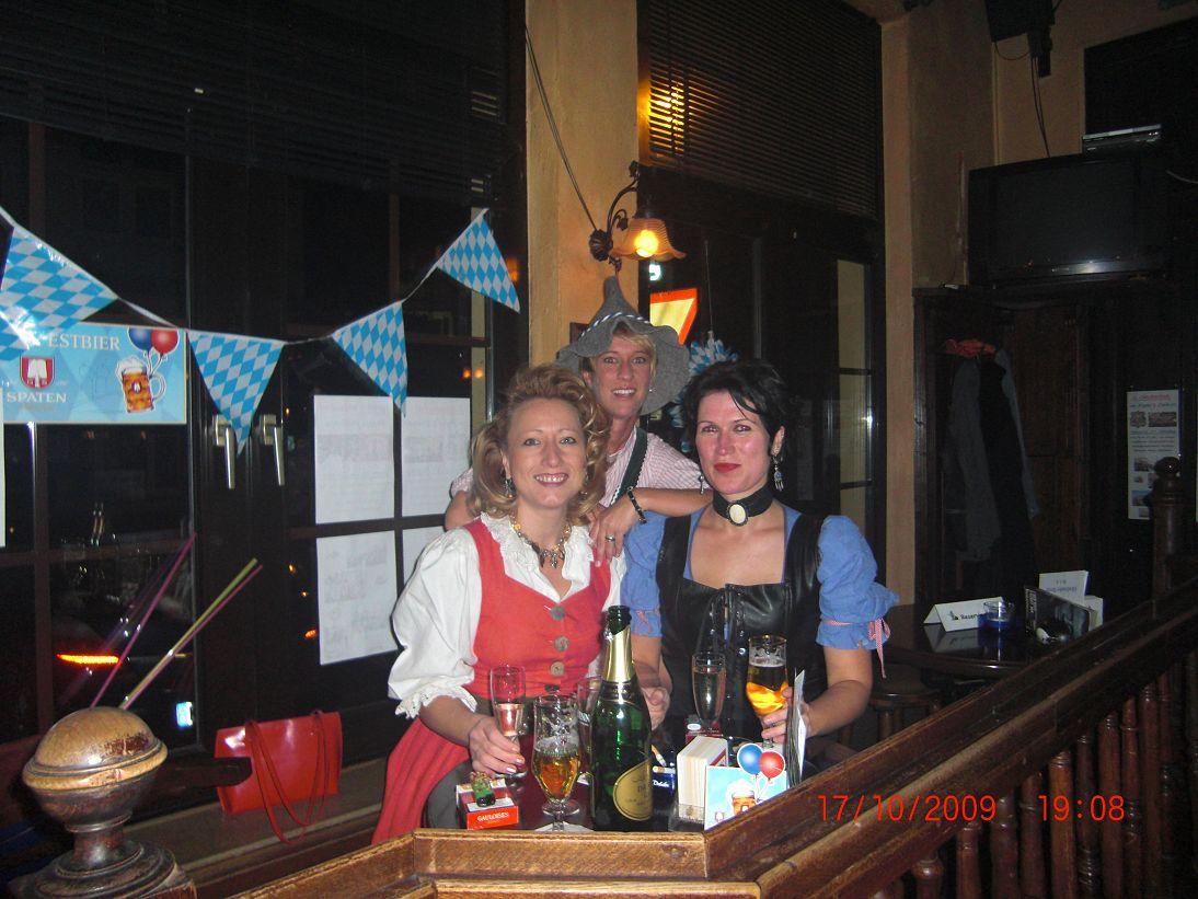 http://pipers-corner.de/media/events/Oktoberfest 2009/k-CIMG0727.JPG